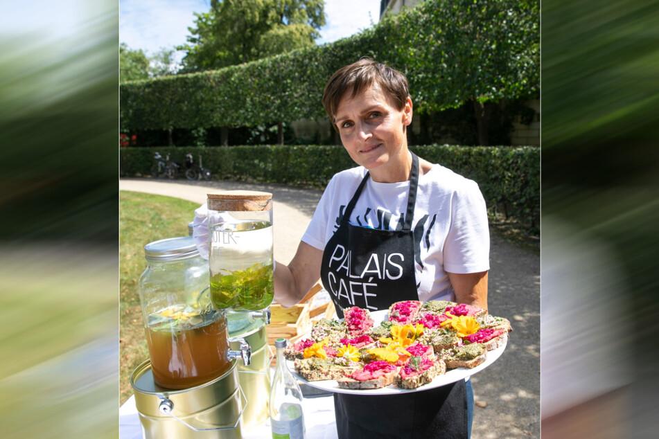 Sylka Sommerfeld bewirtet die Gäste im Palais Café - und verursacht dabei so wenig Müll wie möglich.