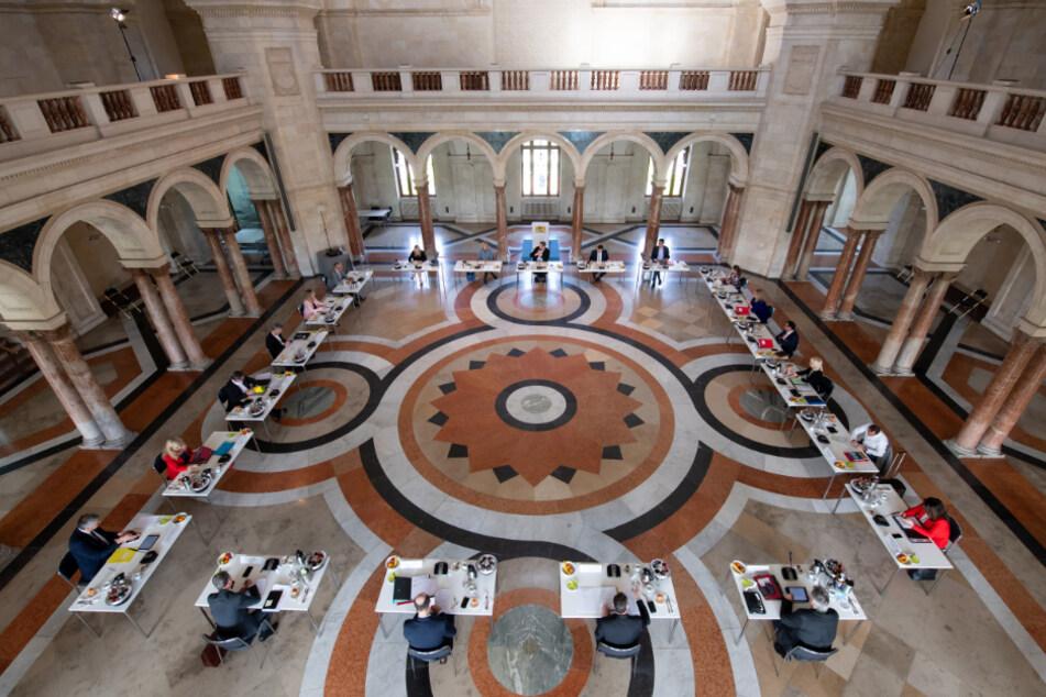 Gottesdienst, Handel, Demos: Kabinett beschließt Corona-Lockerungen