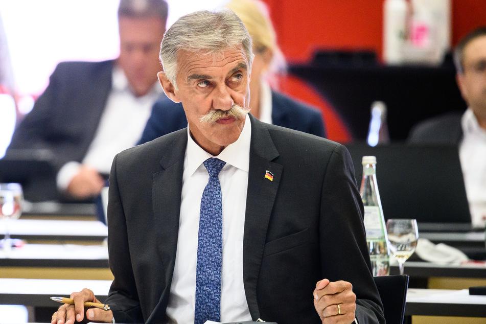 Mag Schnurrbärte, aber keine Regenbogen-Kapitänsbinde: AfD-Politiker Uwe Junge (63).