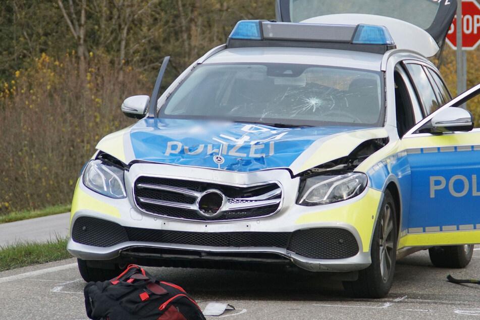 Vor dieses Polizeiauto ist die 30-Jährige gelaufen, ehe sie an den Folgen des Unfalls verstarb.