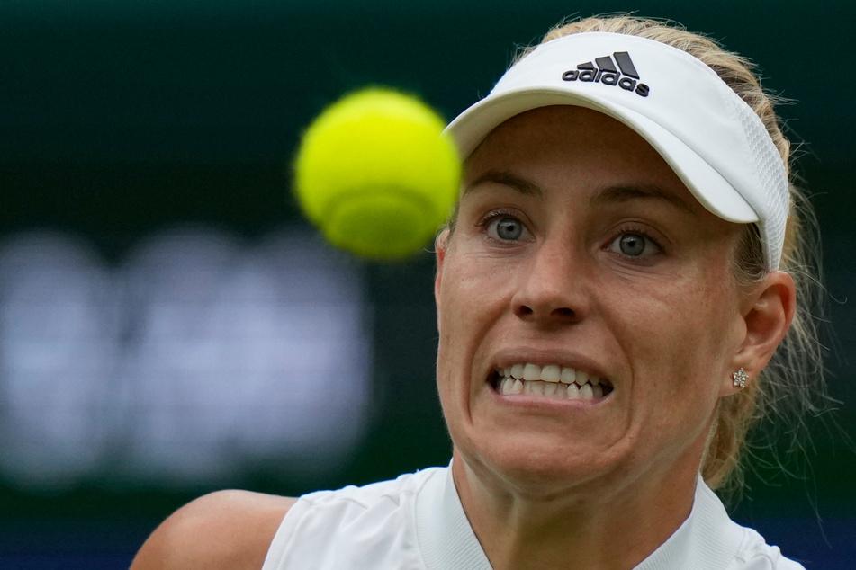 Den Ball fest im Blick: Angelique Kerber (33) zieht beim Wimbledon-Turnier ins Halbfinale ein. Sie holt 2018 in London bereits den Titel.