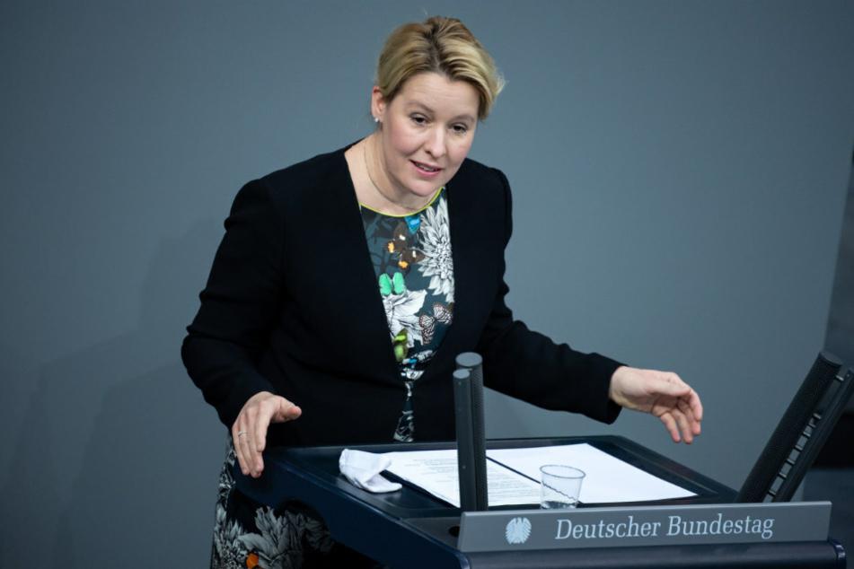 Bundesfamilienministerin Franziska Giffey (42, SPD) spricht in einer Plenarsitzung im Deutschen Bundestag.