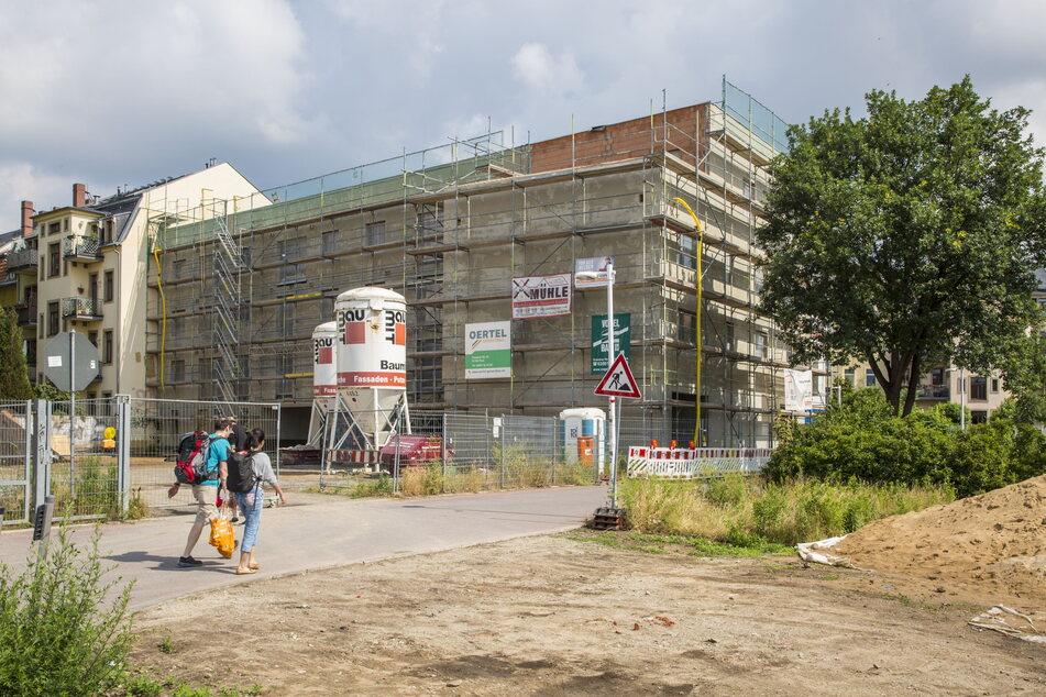 """Eine Baugemeinschaft investiert in das Mehrfamilienhaus """"Rosa Melodie"""" in Dresden-Pieschen. Sonntag können sich Interessierte vor Ort auf der Baustelle informieren."""