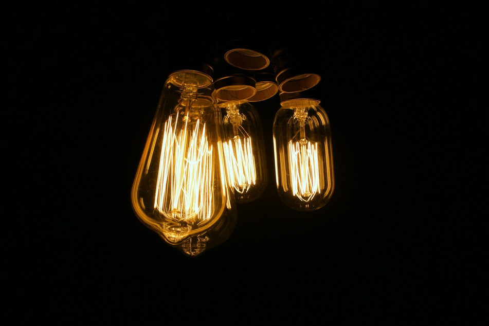 Moderne LED-Glühlampen können mit wenig Strom sehr helles Licht erzeugen (Symbolbild).