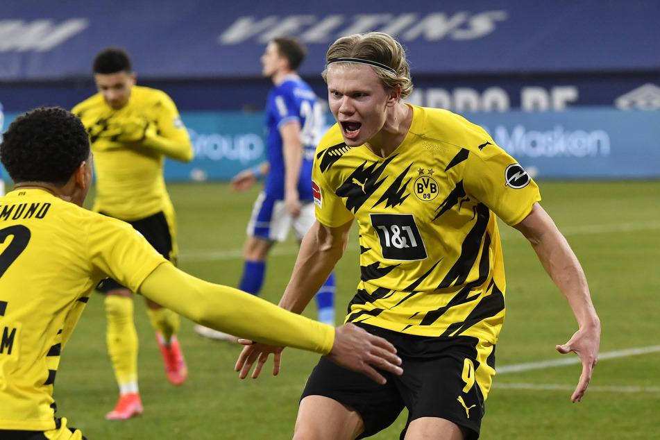 Erling Haaland (20, r.) steuerte beim 4:0-Erfolg des BVB beim FC Schalke 04 zwei Treffer bei.