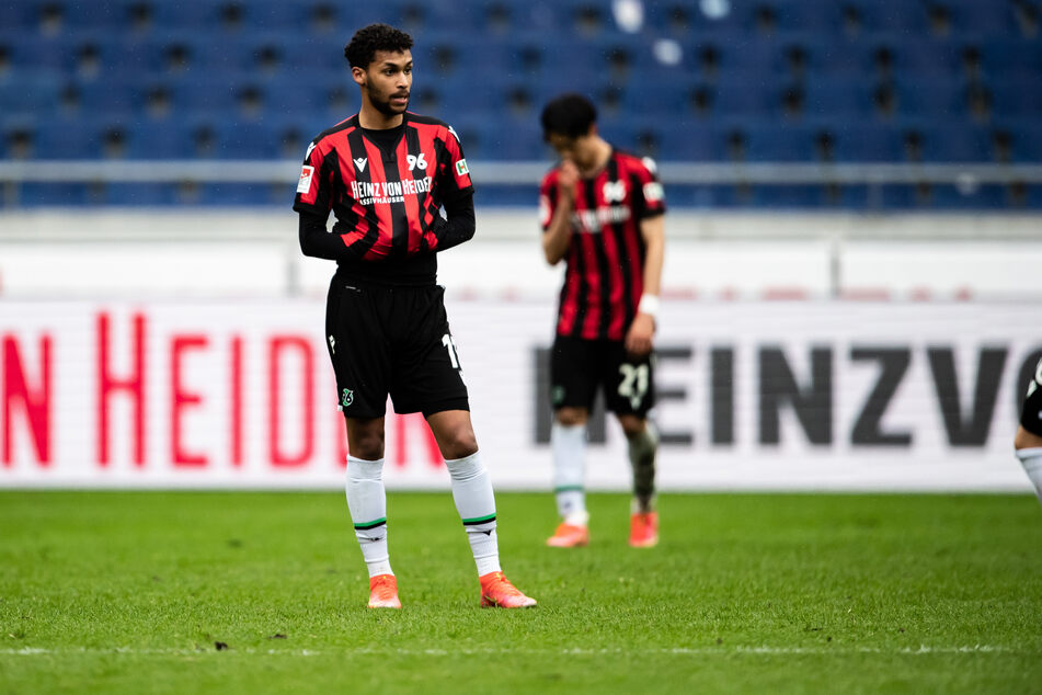 Flügelflitzer Linton Maina (22) von Hannover 96 litt in der vergangenen Saison unter einer Verletzung. Auch er soll als Neuzugang für den 1. FC Köln infrage kommen.