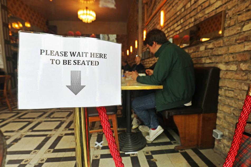 In den Restaurants gilt Mindestabstand.