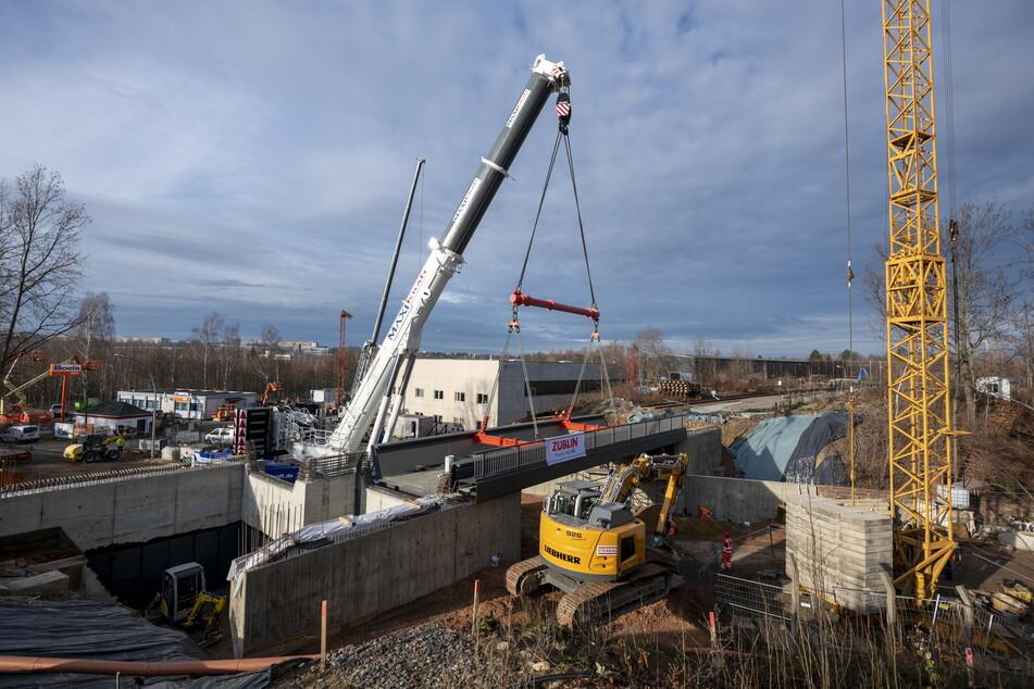 Chemnitz: Hier schwebt die neue 200-Tonnen-Brücke ein