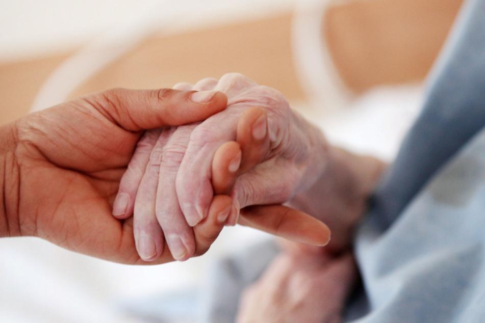 Zwei Millionen FFP-2-Masken stellt der Freistaat für Alten- und Pflegeheime. (Symbolbild)
