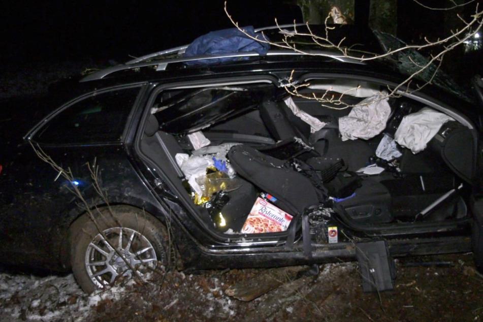 Der schwer verletzte Fahrer musste aus seinem Auto befreit werden.