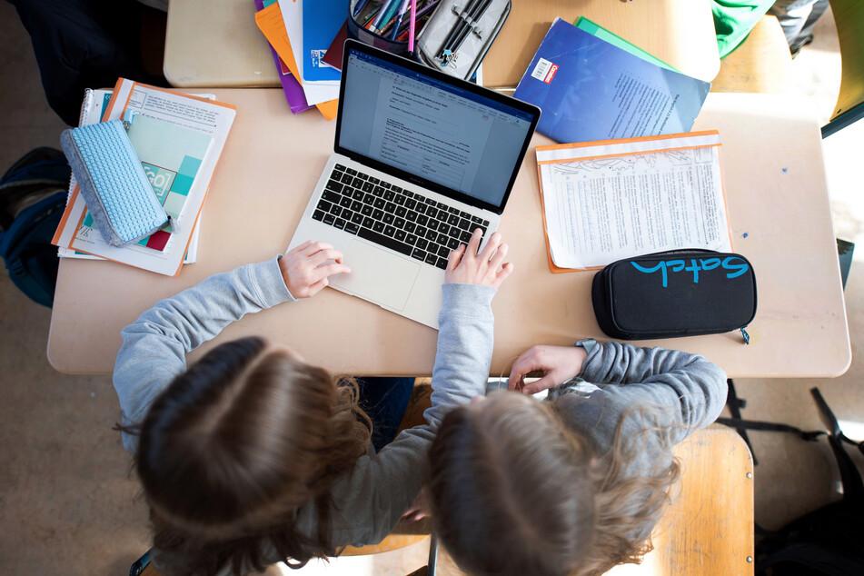 NRW-Schulen sollen mit digitalen Geräten ausgestattet werden.