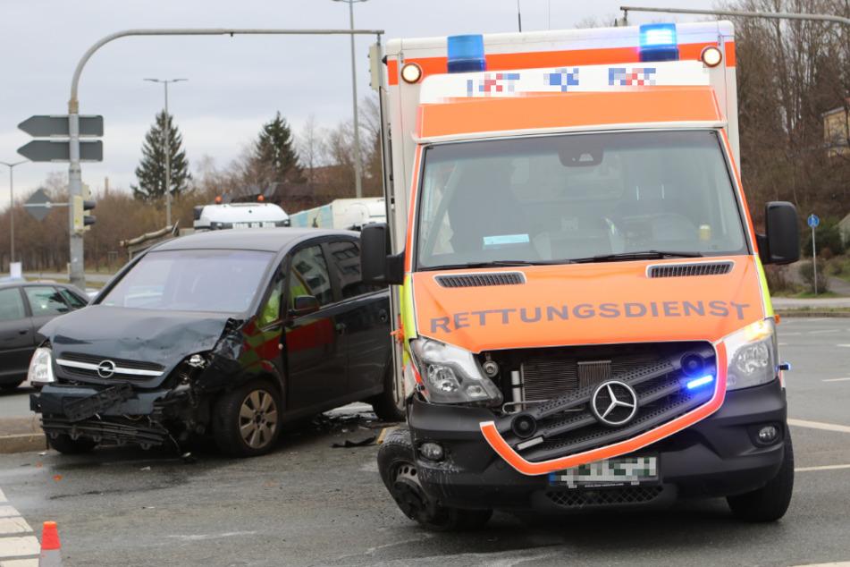 Bei einem Zusammenstoß in der Lammgasse wurden zwei Fahrzeuge enorm beschädigt.