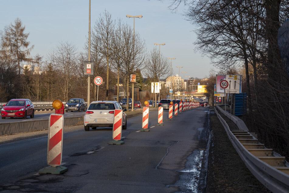 An der Neefestraße ließ die Stadt sogar eine Fahrspur sperren, um die schlimmsten Schlaglöcher zu stopfen.