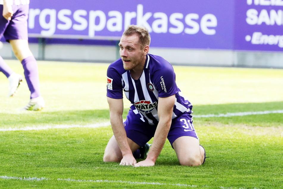 Der Ex-Paderborner machte gegen seine alten Kollegen durchaus ein gutes Spiel. Am Ende saß Ben Zolinski dennoch auf dem Boden.