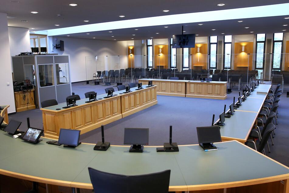 Ein Blick von der Richterbank in den Sitzungssaal für die Verhandlung des Halle-Attentats.