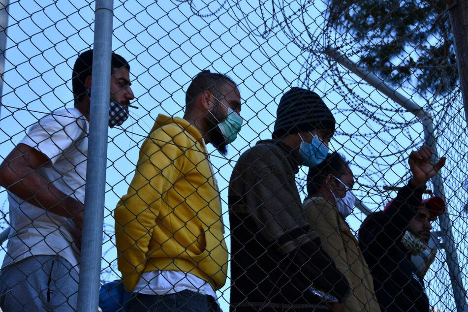 Migranten in einem Flüchtlingscamp am Hafen von Vathy auf der griechischen Insel Samos.