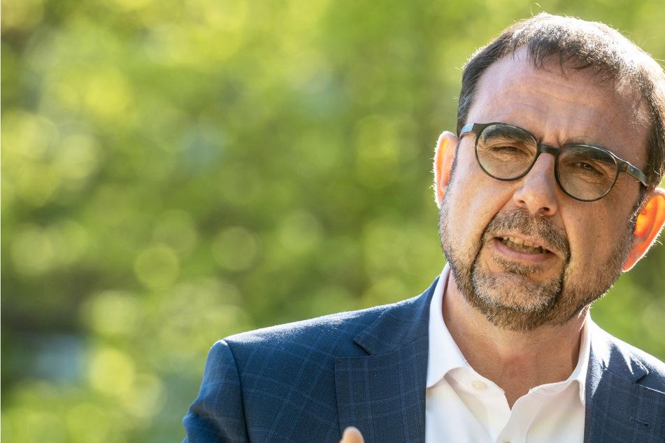 Coronavirus-Impfung: Bayerns Gesundheitsminister Klaus Holetschek verteidigt Ende der Priorisierung