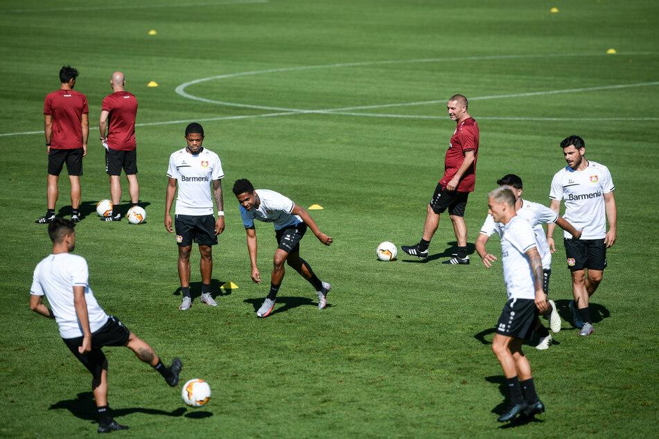 Spieler von Bayer Leverkusen beim Training.