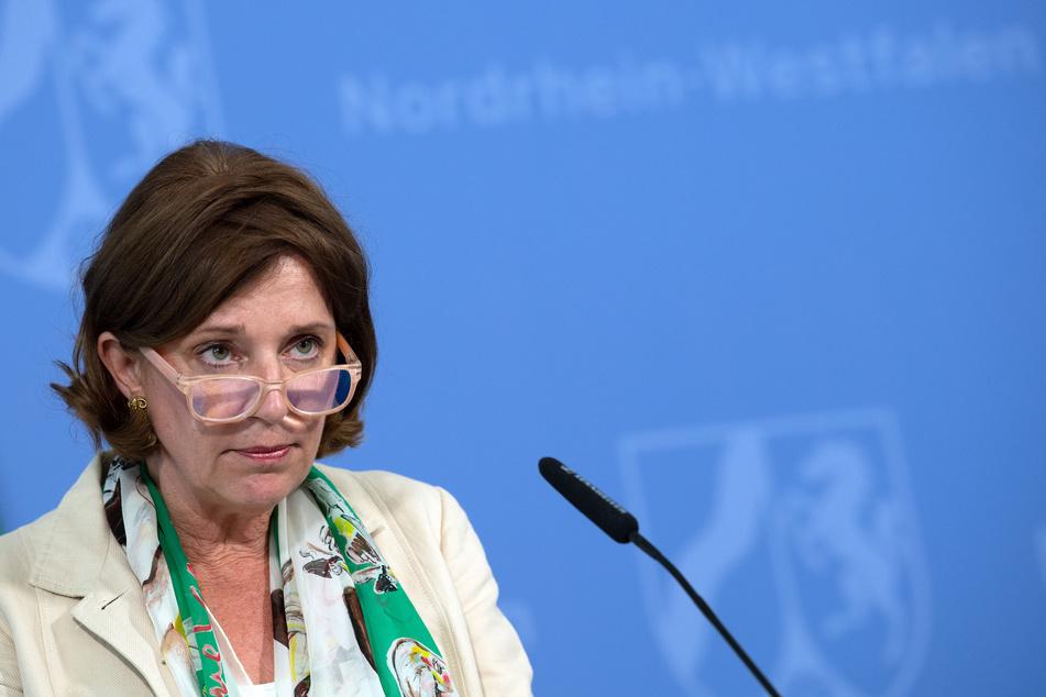 Yvonne Gebauer (FDP), Nordrhein-Westfalens Schulministerin, spricht während einer Pressekonferenz.