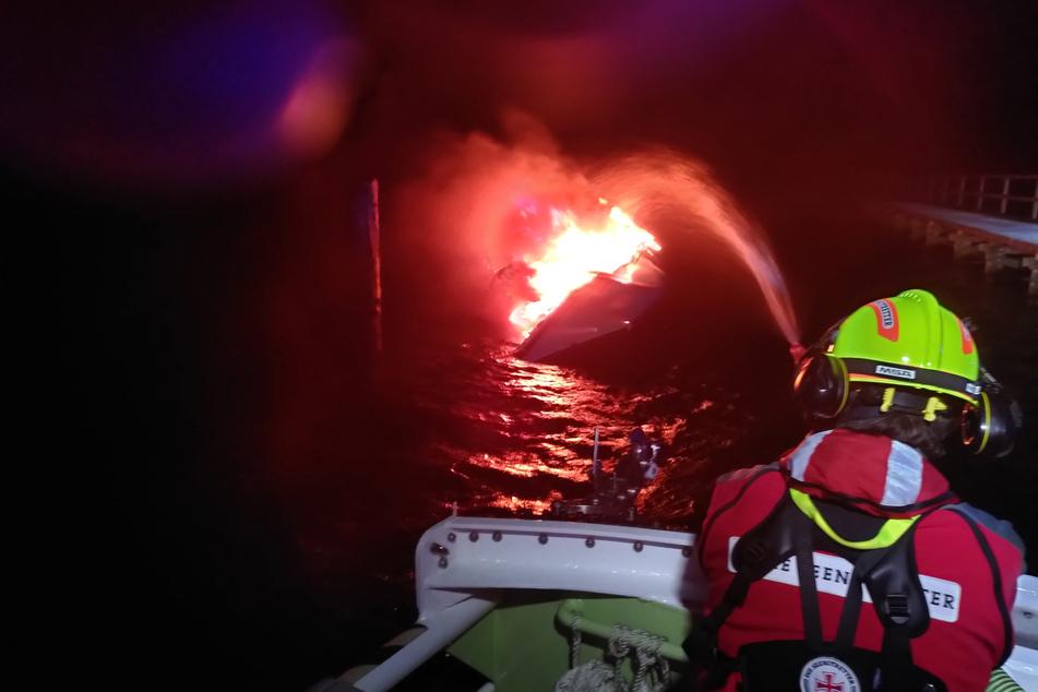 Feuer an Bord! Skipper rettet sich auf unbewohnte Insel