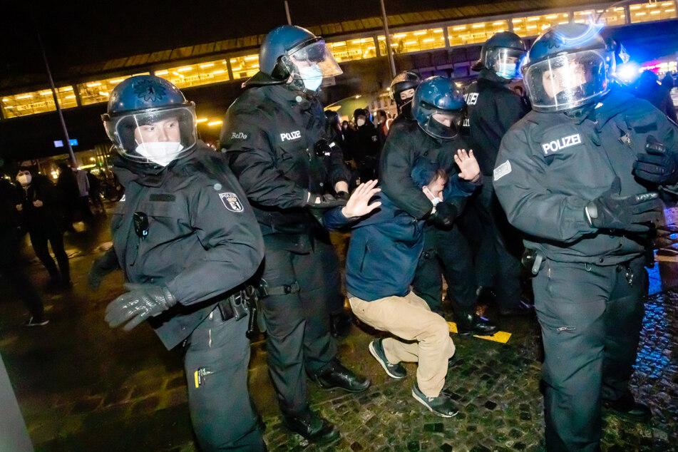 48 Festnahmen nach Randalen auf Mieterdemo in Berlin!