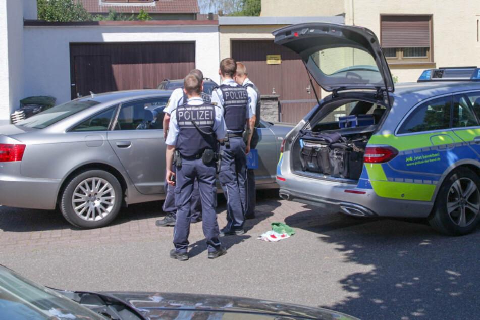 Einsatzkräfte an dem vermeintlichen Tatort.