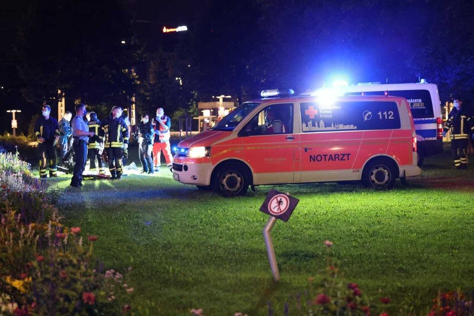 Nach einer Auseinandersetzung vor dem Leipziger Hauptbahnhof ist am späten Samstagabend eine Person verletzt aufgefunden worden.