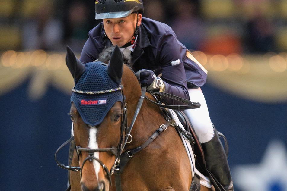 Der deutsche Reiter Michael Jung bei den Munich Indoors im Jahr 2017 auf seinem Pferd Chelsea - dieses Jahr fällt das Reitturnier aus.
