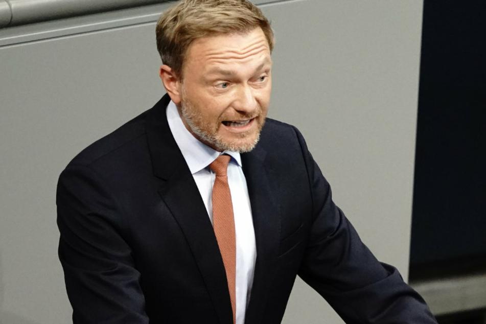 Christian Lindner, Fraktionsvorsitzender und Parteivorsitzender der FDP, behauptet, die Wellenbrecher-Strategie der Bundesregierung funktioniert nicht.
