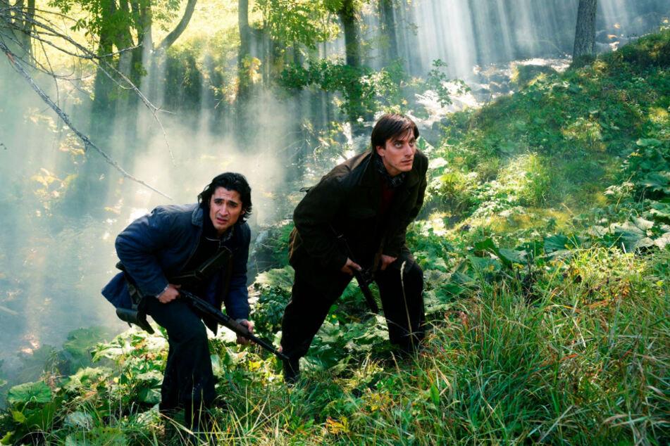 Milton (r., Luca Marinelli) schlägt sich mit der Hilfe von Ivan (Giulio Beranek) bis zum Haus seiner großen Liebe durch. Die hat allerdings längst das Weite gesucht.