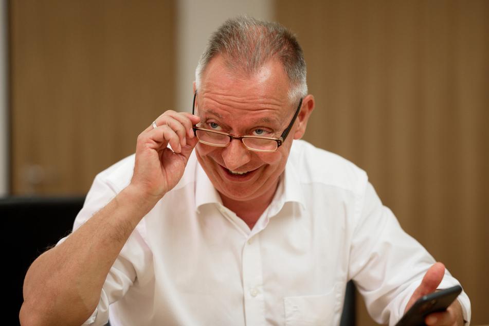 Stephan Pusch (CDU), Landrat des Kreises Heinsberg, sitzt in seinem Büro im Kreishaus.