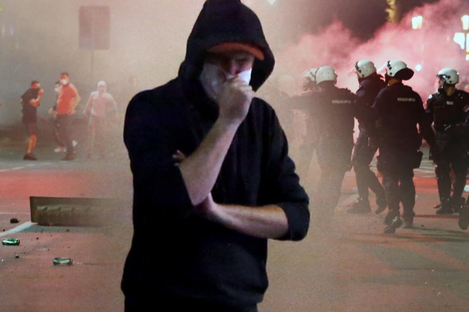 Corona-Proteste in Belgrad: Tausende auf den Straßen, Bilder zeigen brutales Vorgehen der Polizei