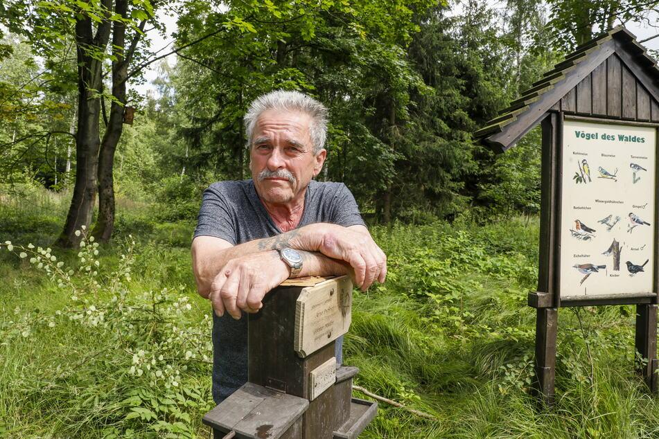 Schon zum zweiten Mal blieb Arno Dießner (74) nur der Pfahl des Vogelhauses.