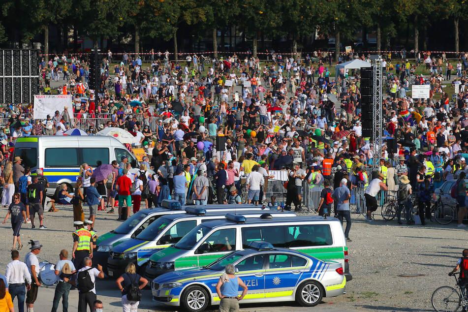 Polizei meldet zig Angriffe auf Journalisten bei Corona-Demos in Bayern