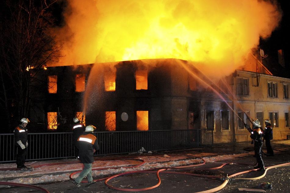 Im Februar 2009 brannte das Haus des Künstlers lichterloh. Erst Tage später wurde seine Leiche unter den Trümmern entdeckt.