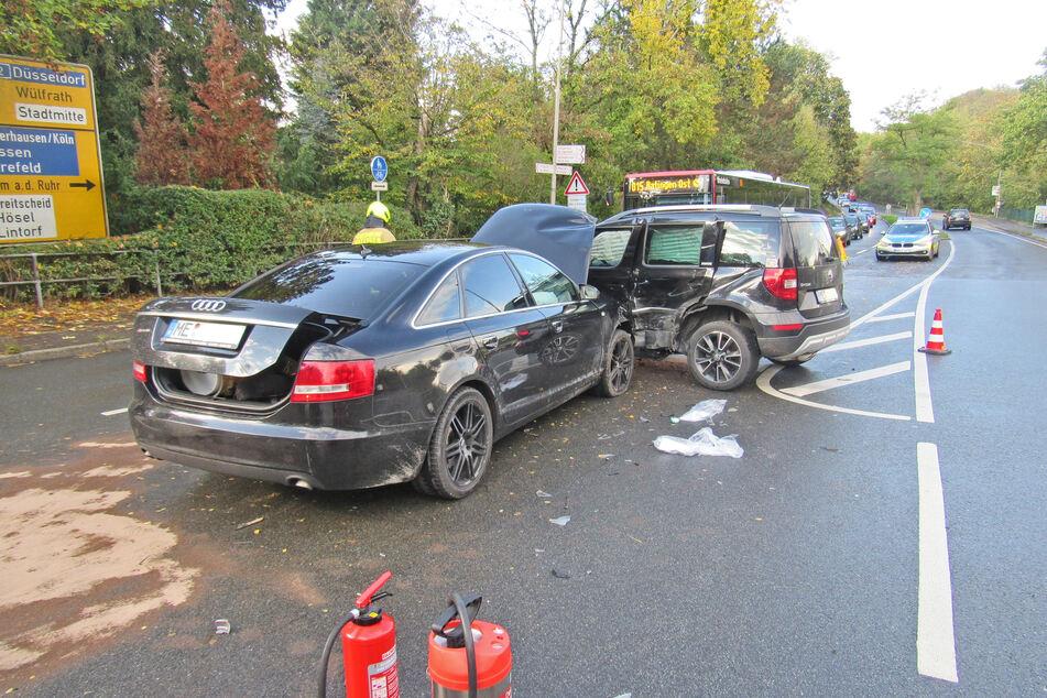 Am Montagnachmittag ist ein 22-jähriger Audifahrer in Ratingen mit voller Wucht in den Wagen einer 60-Jährigen gekracht. Die Frau verletzte sich bei dem Unfall schwer.