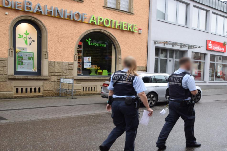 Mann bedroht Apothekerin mit Pistole und erpresst Medikament