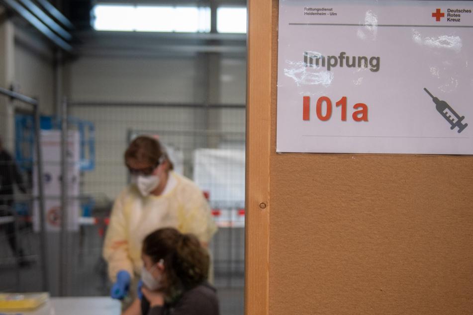 Bis Mitte Dezember sollen in allen 15 Kreisen und kreisfreien Städten Schleswig-Holsteins Corona-Impfzentren startklar sein. (Symbolbild)