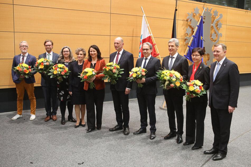 Bodo Ramelow (re.) mit seinen vereidigten Ministern.