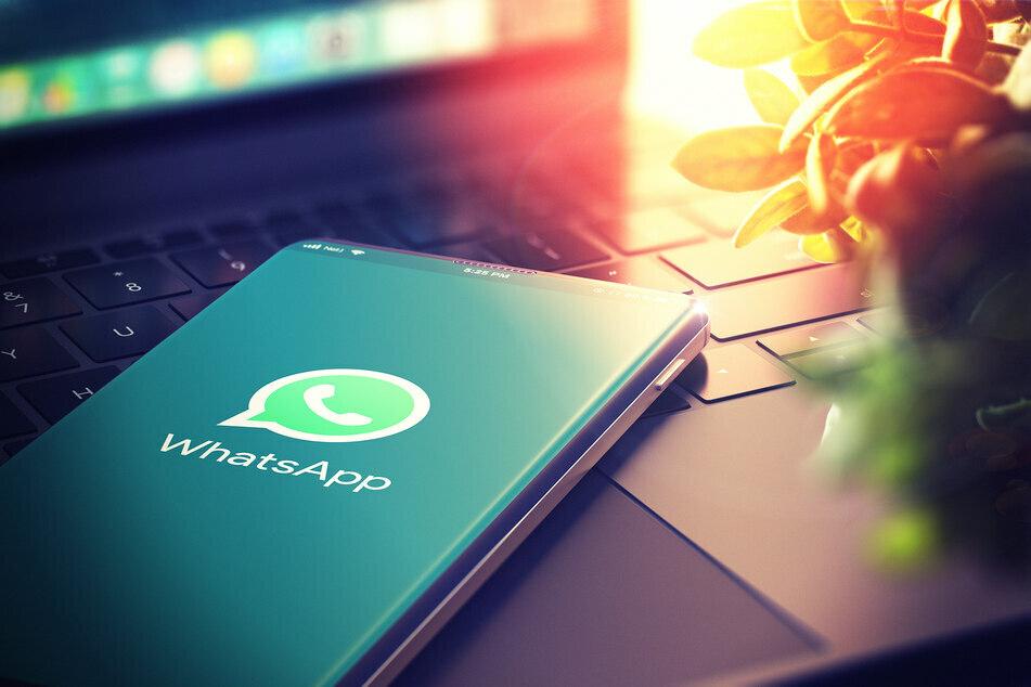 Ob auf dem Handy oder am Computer, der Messenger WhatsApp findet oft und gerne Anwendung. Nun wird die Unterstützung für einen älteren Microsoft-Edge-Browser eingestellt. (Symbolbild)