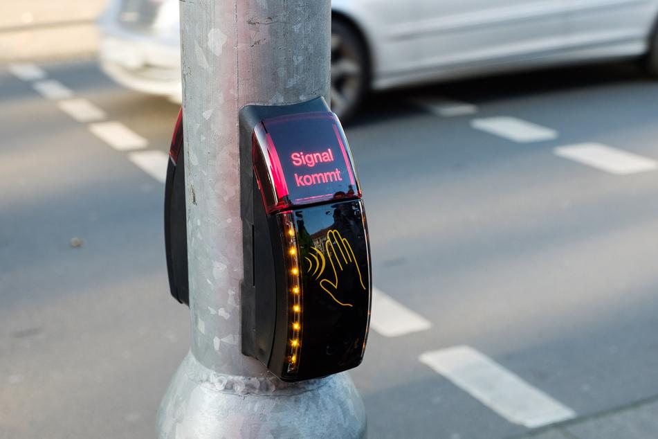 Clever: Erste kontaktlose Fußgängerampel im Test!