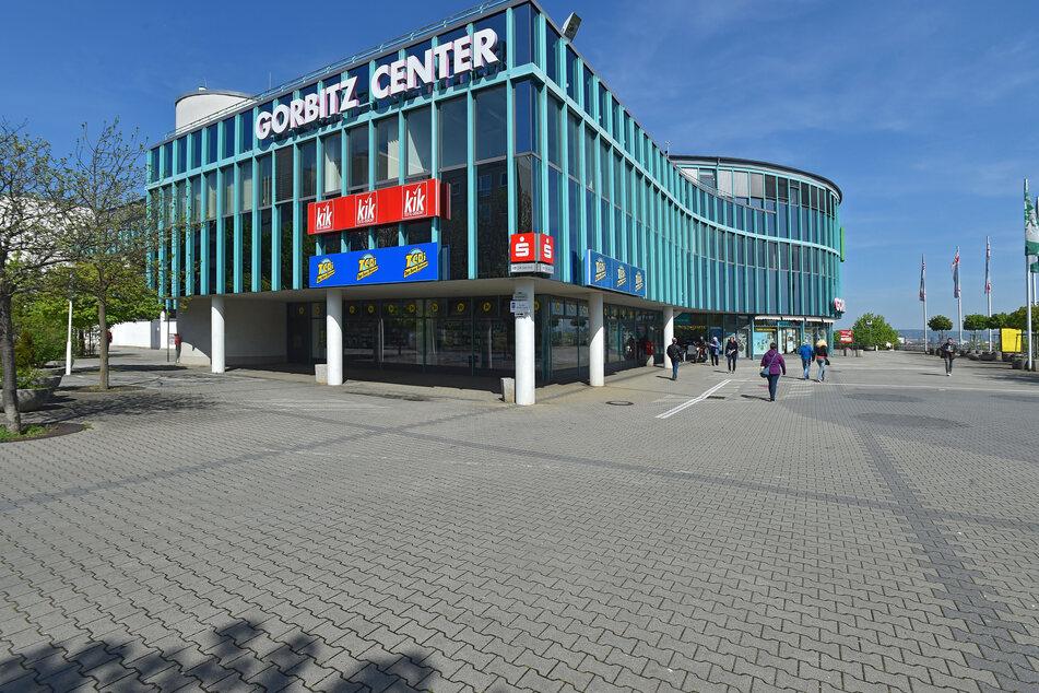 """Das """"Gorbitz Center"""" in Dresden-Gorbitz. Auf dem Parkplatz an der Harthaer Straße 8 kam es am 28. Juni zum Vorfall mit dem Angeklagten."""