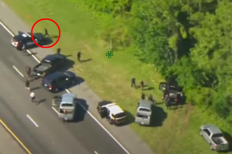 Nachdem der Dieb mit seinem geklauten Polizeiwagen im Wald stecken blieb, klaute er sich einfach das nächste Polizeiauto.