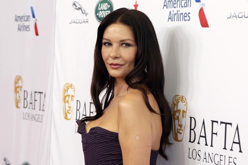 """Die Schauspielerin Catherine Zeta-Jones (51) lässt sich nach """"Feud"""" und """"Queen America"""" auf eine weitere Fernsehrolle ein."""