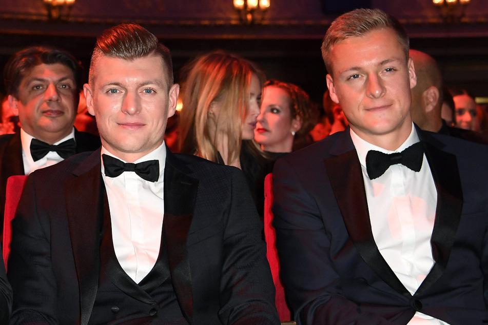 Toni Kroos (31, l.) und sein Bruder Felix Kroos (30) konterten die Kritik von Uli Hoeneß grandios.