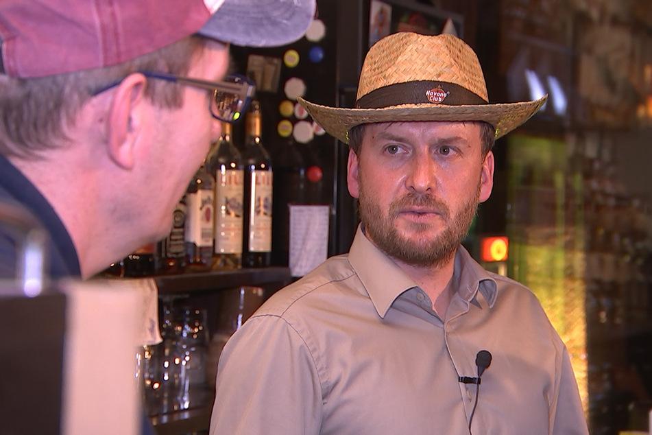 Inhaber Jens Müller (41) versucht, sich, seine Angestellten und das Lokal über Wasser zu halten.