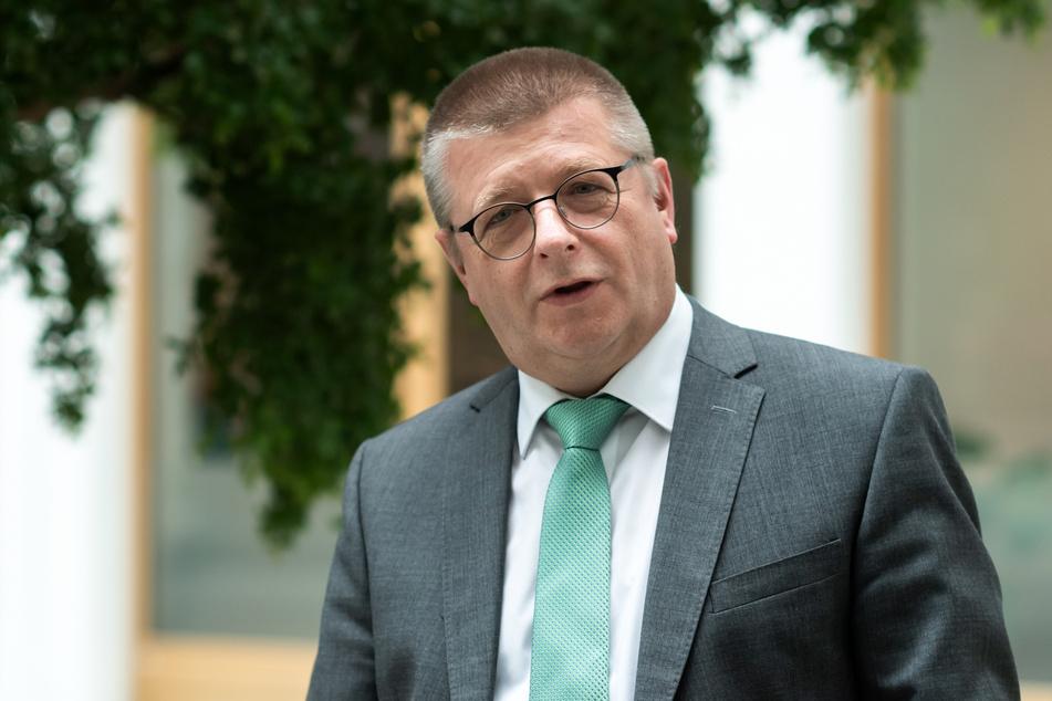 Verfassungsschutz-Präsident Thomas Haldenwang hat sich zu den Demonstrationen gegen die Corona-Politik am Samstag in Berlin geäußert.