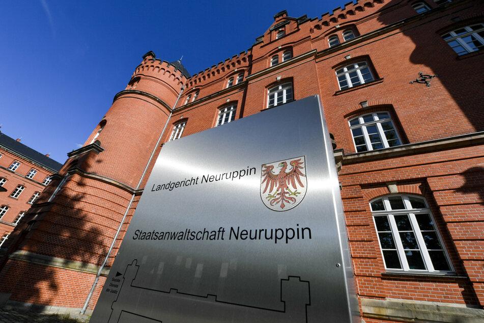 Der Mann wurde im Berufungsprozess wegen des Verwendens von Kennzeichen verfassungswidriger Organisationen vom Landgericht Neuruppin schuldig gesprochen. (Archivbild)