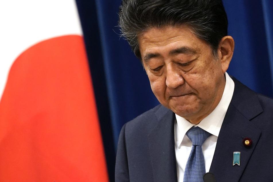 Shinzo Abe (65), Ministerpräsidenten von Japan, spricht während einer Pressekonferenz in der offiziellen Residenz des Premierministers. Japans rechtskonservativer Regierungschef Shinzo Abe gibt seinen Rücktritt bekannt.