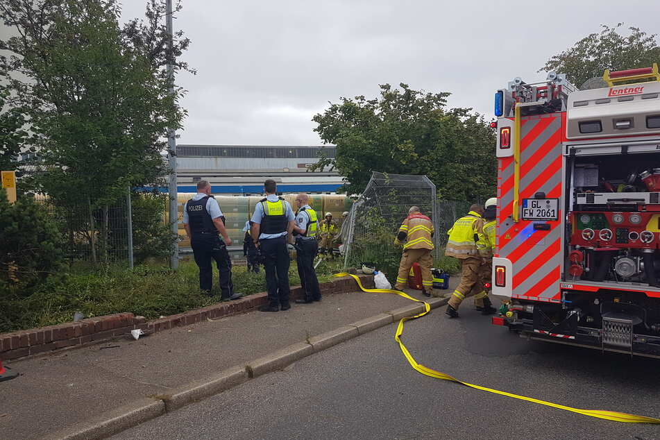 Der Autofahrer (67) hatte am Mittwochmorgen bei dem Unfall in Bergisch Gladbach-Gronau eine Mauer durchbrochen.